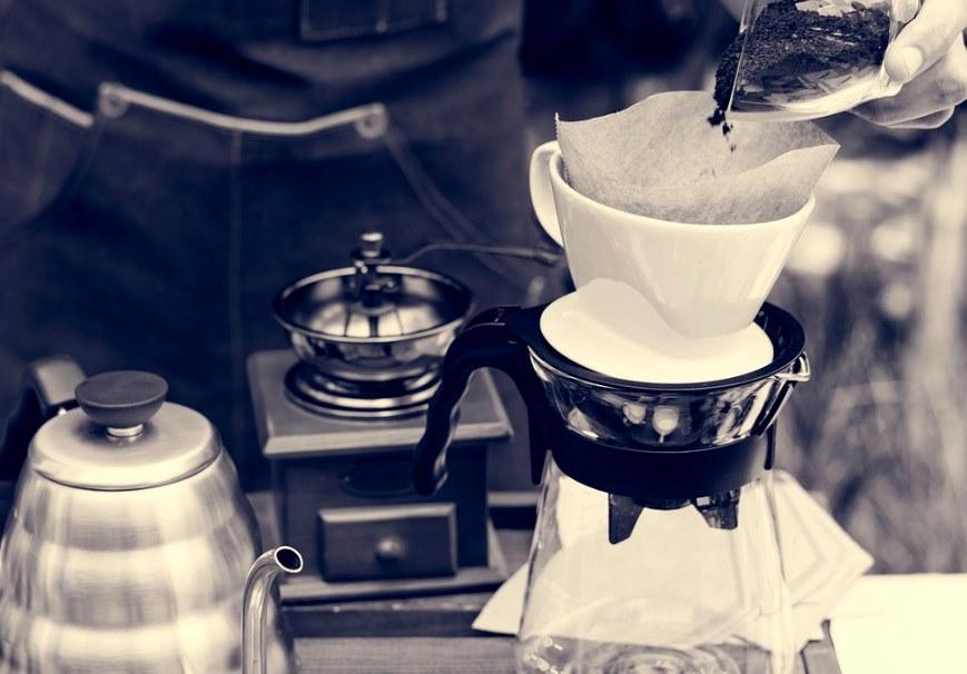 making coffee in coffee dripper